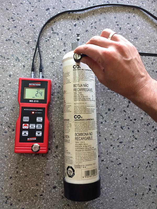 Como-medir-espessura-de-cilindro-de-CO2